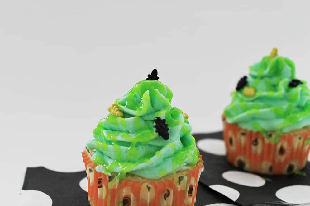 Green Slimy & Buggy Cupcakes #Halloween #Cupcakes #Slimy #Creepy #Bugs #Silly