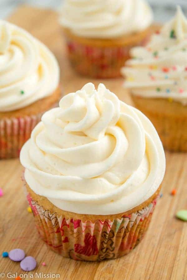 Vanilla Cupcakes with Vanilla Buttercream Frosting on galonamission ...