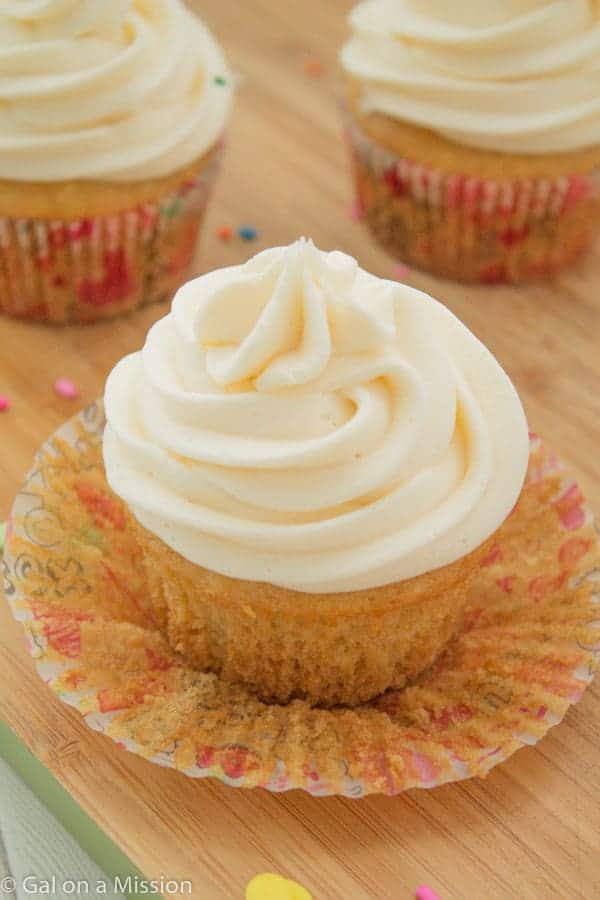 Vanilla buttercream cupcake icing recipe