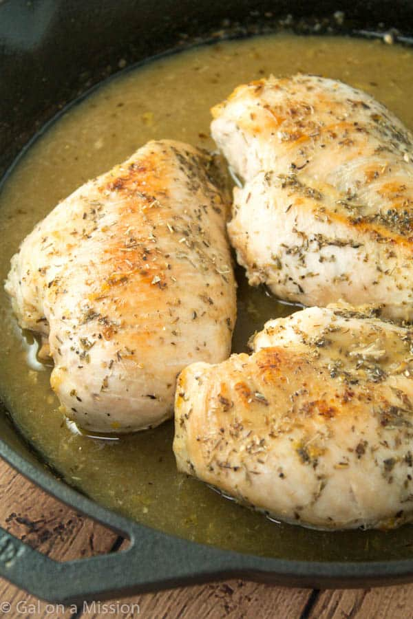 A Simple and Delicious Pan Roasted Lemon Chicken  | Recipe on galonamission.com