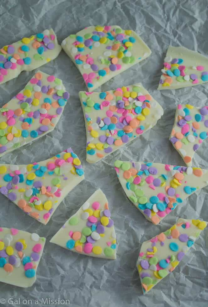 A cute and tasty Three-Ingredient Easter Bark | Recipe on galonamission.com