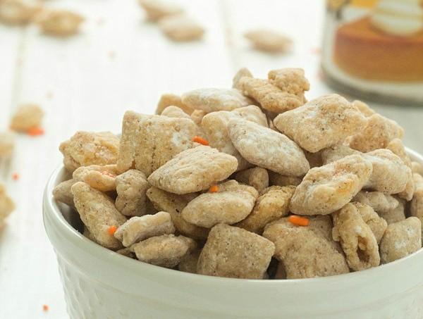 Tasty and Addicting Pumpkin Spice Puppy Chow Recipe! via @galmission