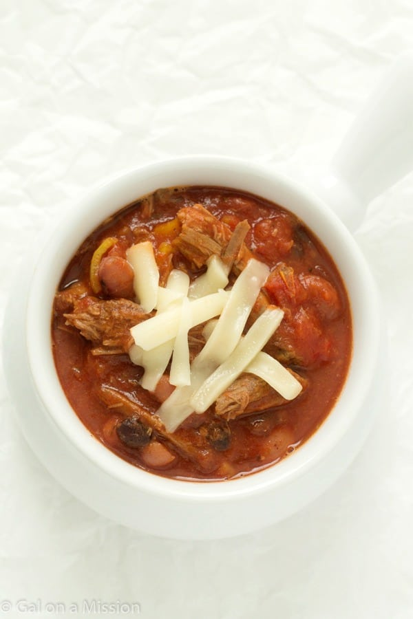 A mouthwatering shredded beef chili recipe that is so easy to make and absolutely delicious! Perfect for the cooler weather, so comforting! Freezer-friendly!
