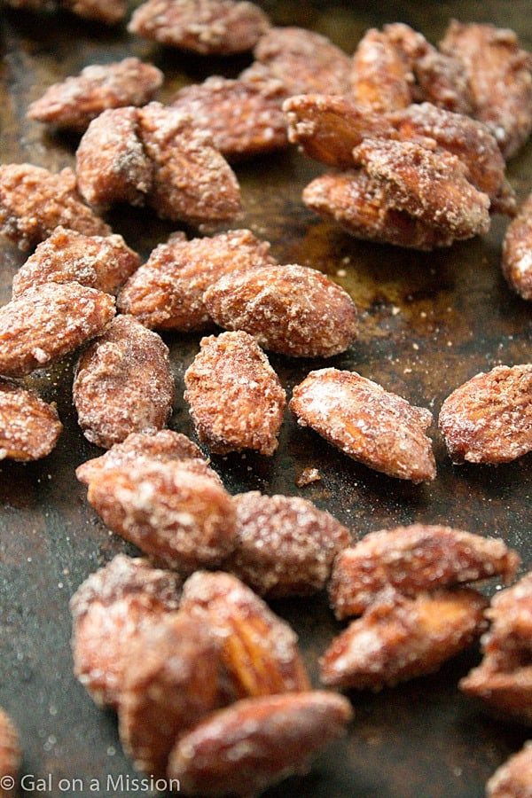 A mouthwatering candied almond recipe that is perfect to snack on or to gift to friends and family during the holidays!