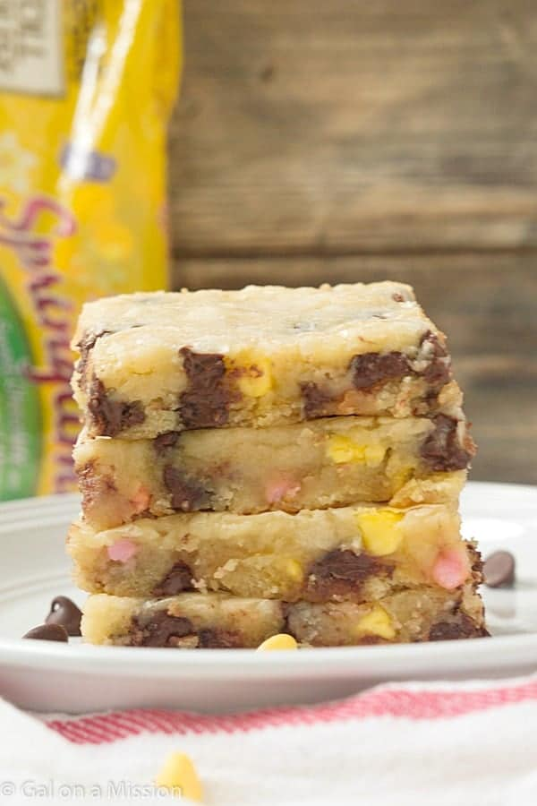 Spring Chocolate Chip Blondies - A truly and festive blondie recipe to enjoy during the spring! If you are a fan of chocolate chip cookie bars, then these blondies are calling YOUR name! Serve with a scoop of ice cream and a drizzle of chocolate sauce for the ultimate dessert.