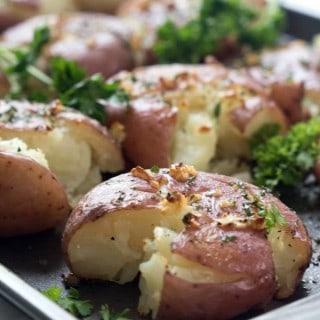 Crispy Garlic Smashed Potatoes