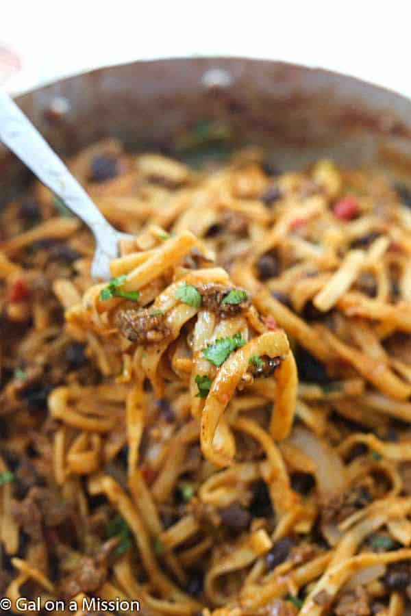 15-Minute One-Pot Taco Pasta - Everything is made in ONE pot in just 15-minutes! Perfect for a tasty and quick weeknight meal!
