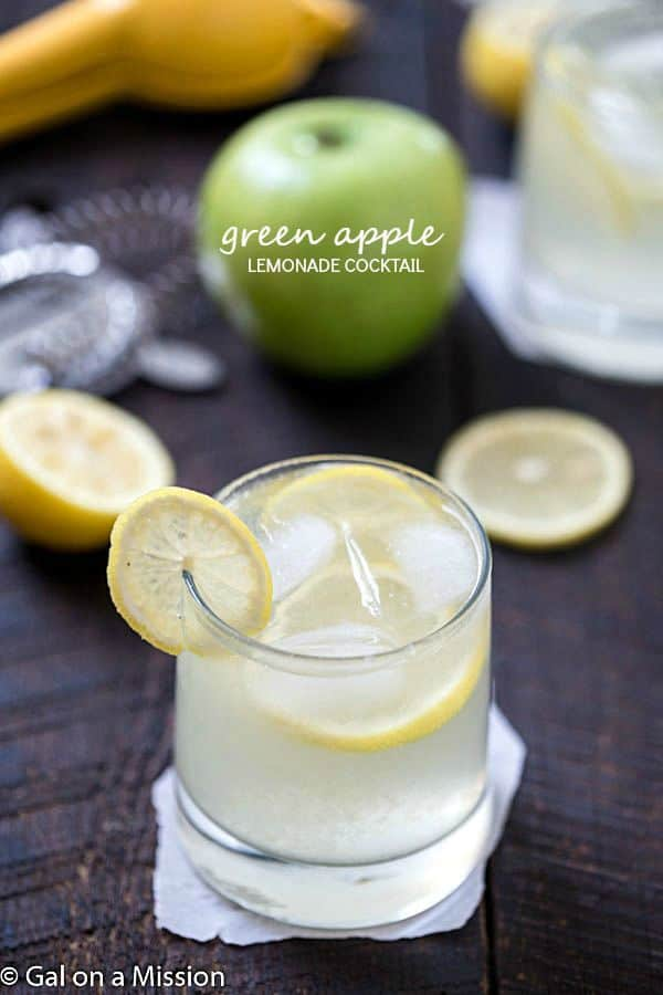Green Apple Lemonade Cocktail Recipe - Refreshing, tart and a must-have for an adult lemonade stand. If you love green apple smoothies, you are going to fall in love with this cocktail! Add to your stash of green apple recipes! Pinning!