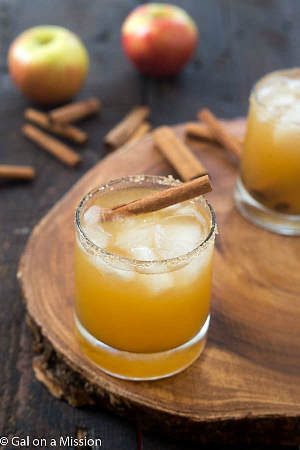 Apple Pie on the Rocks - The perfect cocktail for autumn and Thanksgiving!