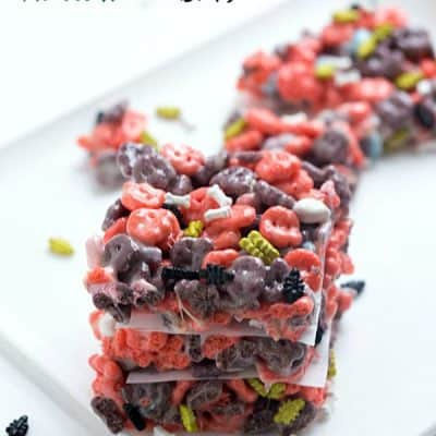 Gooey Halloween Bars - What's more to like than creepy bugs crawling out of your treats with bones? Happy Halloween!