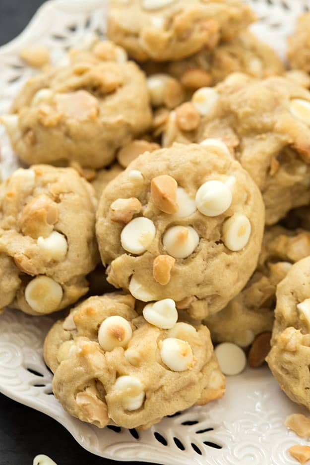 White Chocolate Macadamia Nut Cookies - So easy to make and they taste fantastic! Soft-baked and chewy, perfect with a glass of cold milk!